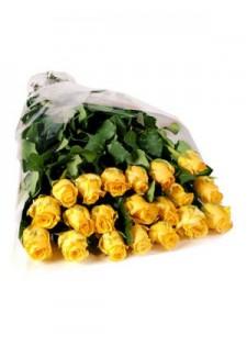 Большой букет из желтых роз.