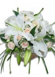 Лилии и кустовые розы